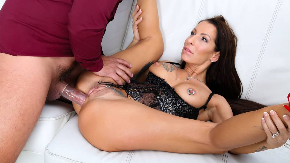 Valentina Sierra, Neeo – Analyzed 4 Scene 3 – Wicked