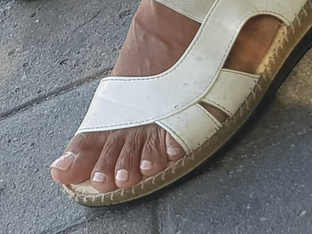 Black mom feet porn-4726