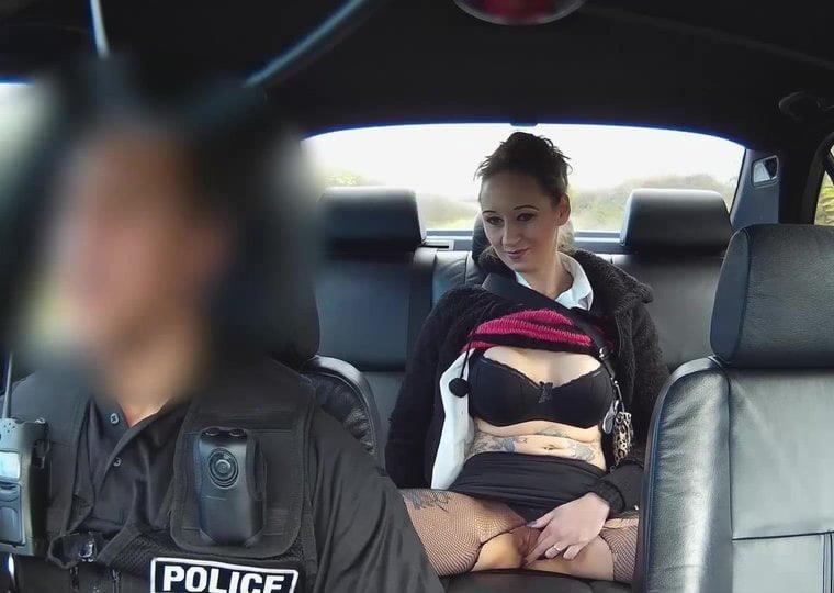 Cunnilingus in car-1043