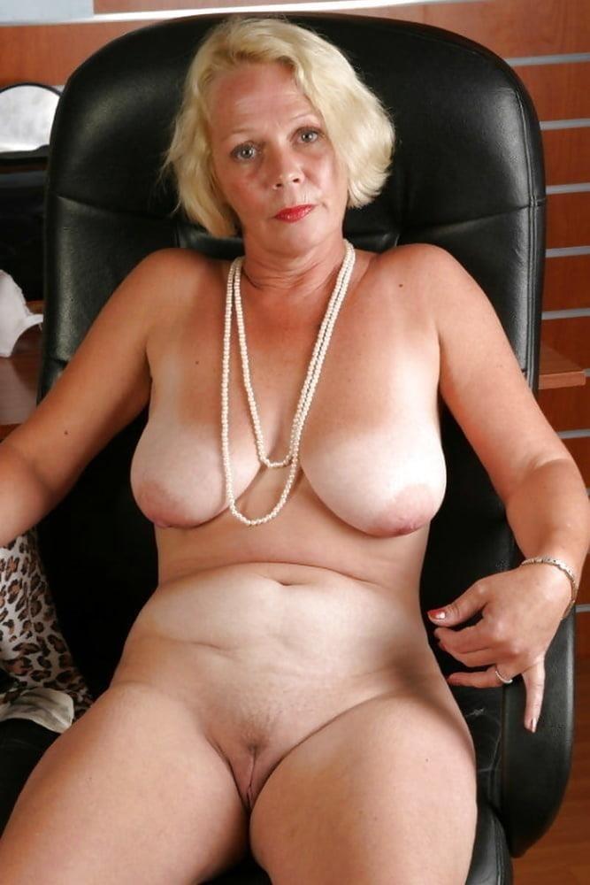 Free pics naked mature women-7965