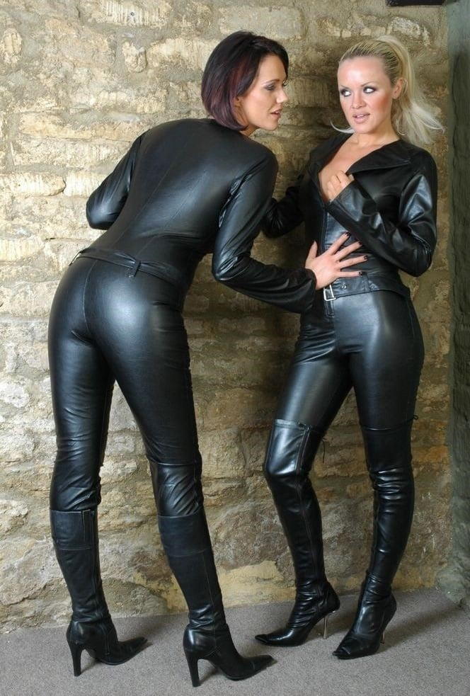 Women in leather porn-7758