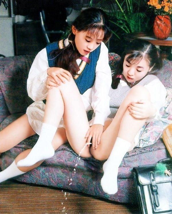 Japanese lesbian in public-5032