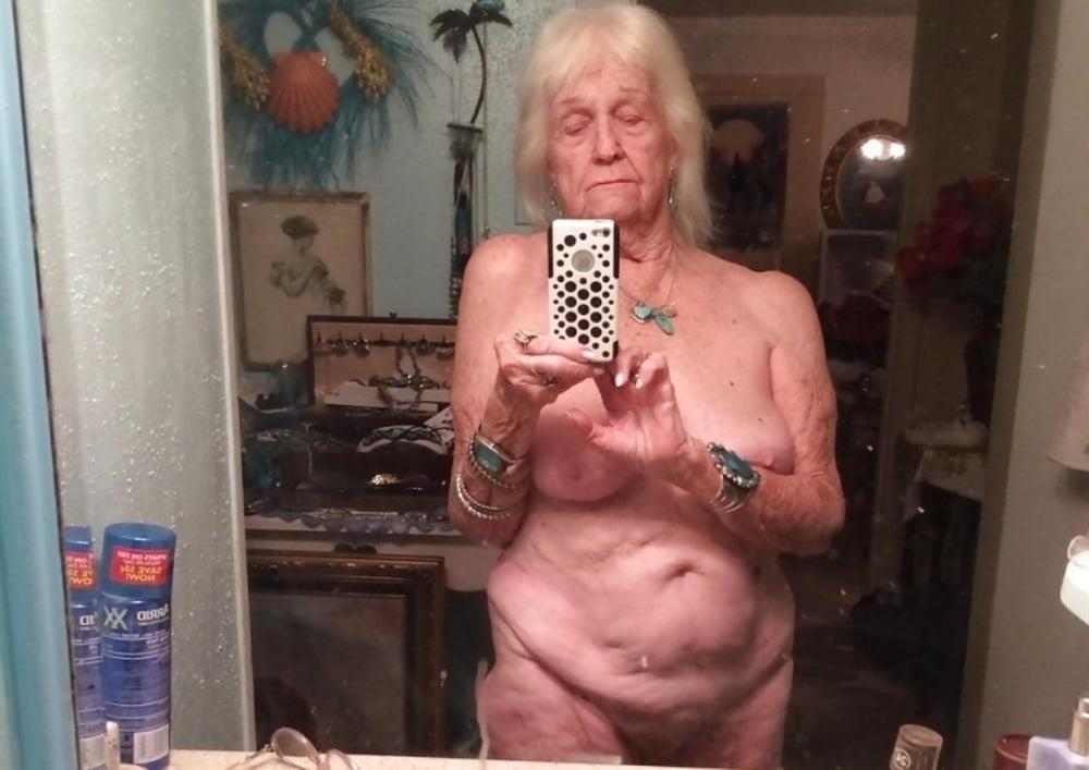 Pics naked grannies-3282
