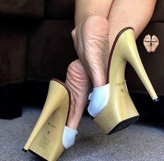 Sexy women feet porn-1610