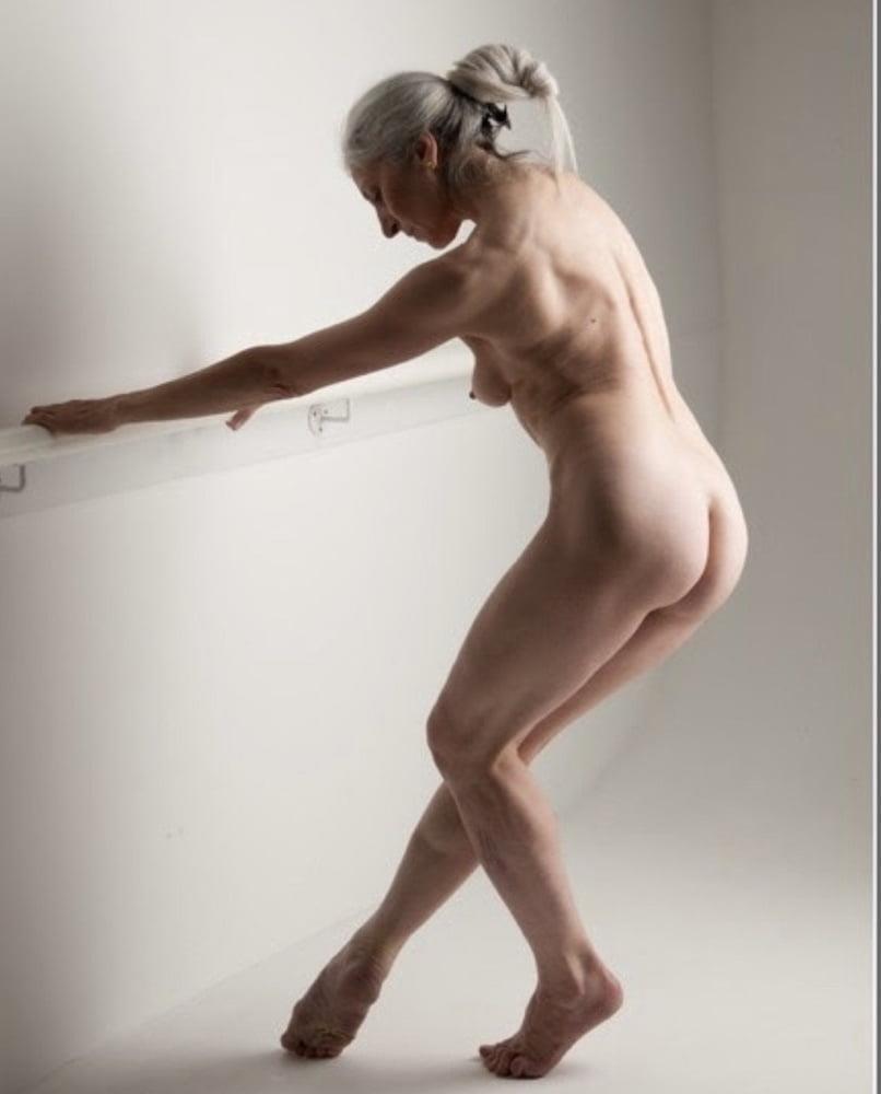 Older women cunnilingus-4485