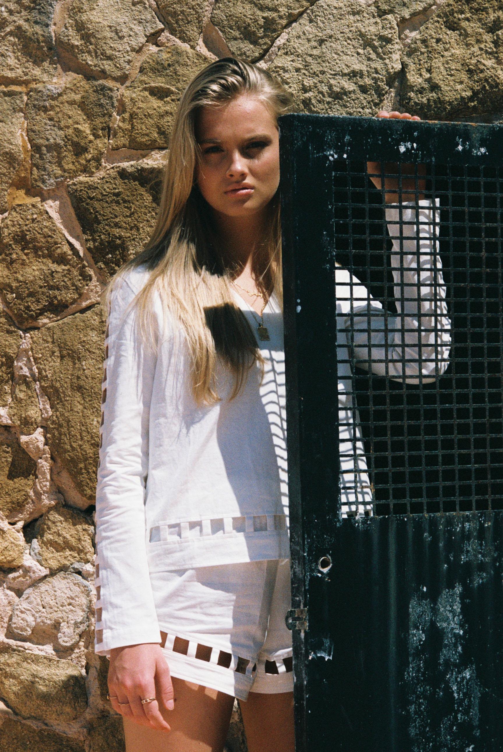 Бритни ван дер Стин в пляжной одежде модного бренда Rada Bryant, весна-лето 2020 / фото 09
