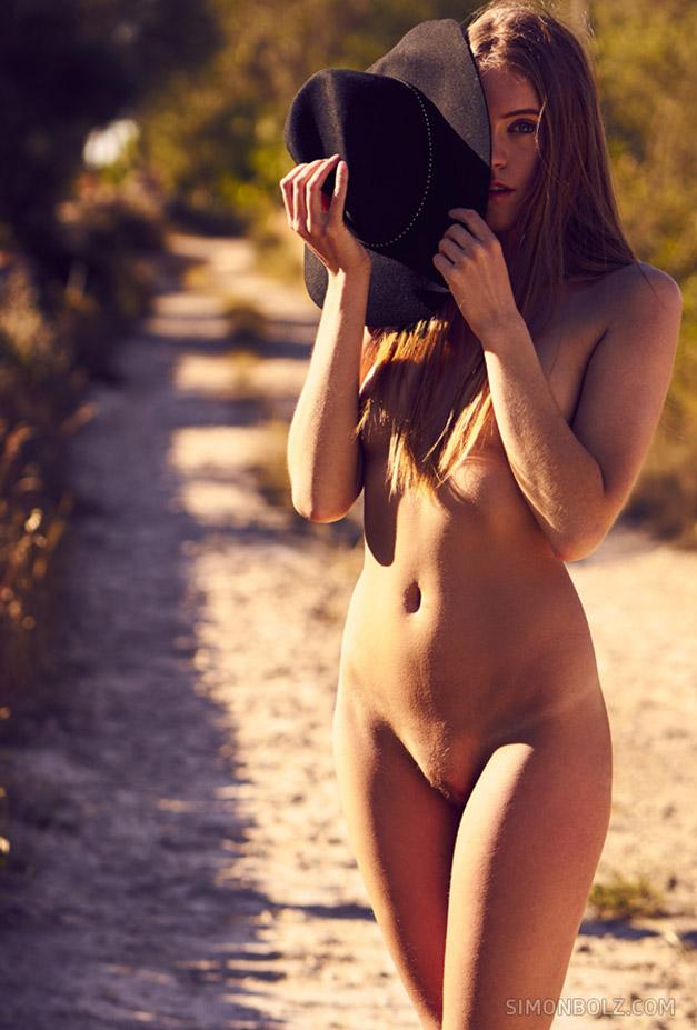 Rubia Stringsi nude by Simon Bolz