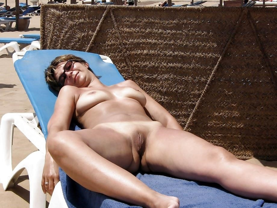 Natural tits on the beach-6987