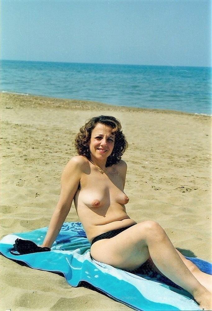 Public beach swinger-8271
