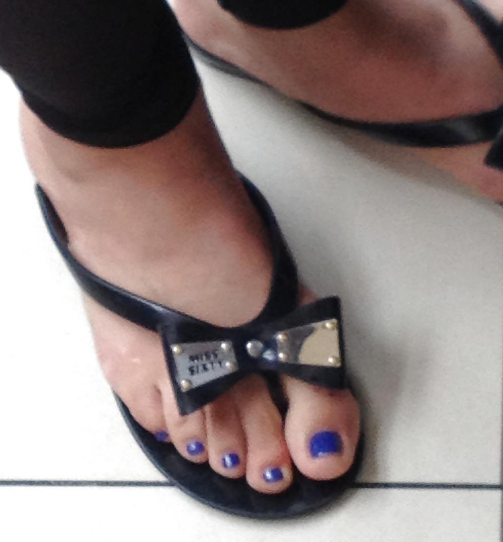 Long toes foot fetish-6129