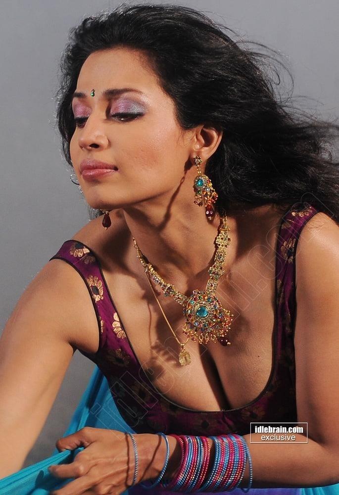 Asha saini hot kiss-5249