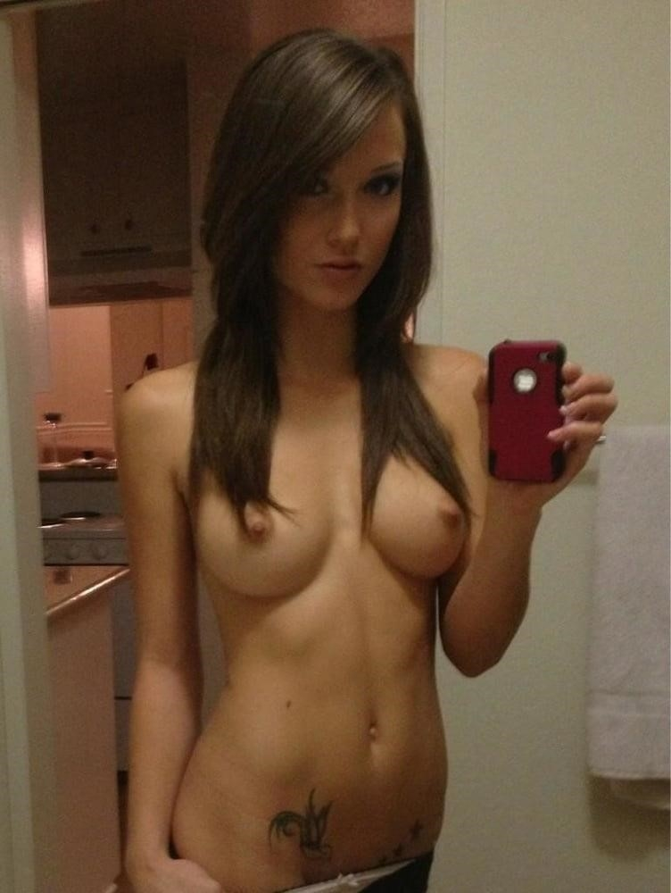 Young naked selfie-8644