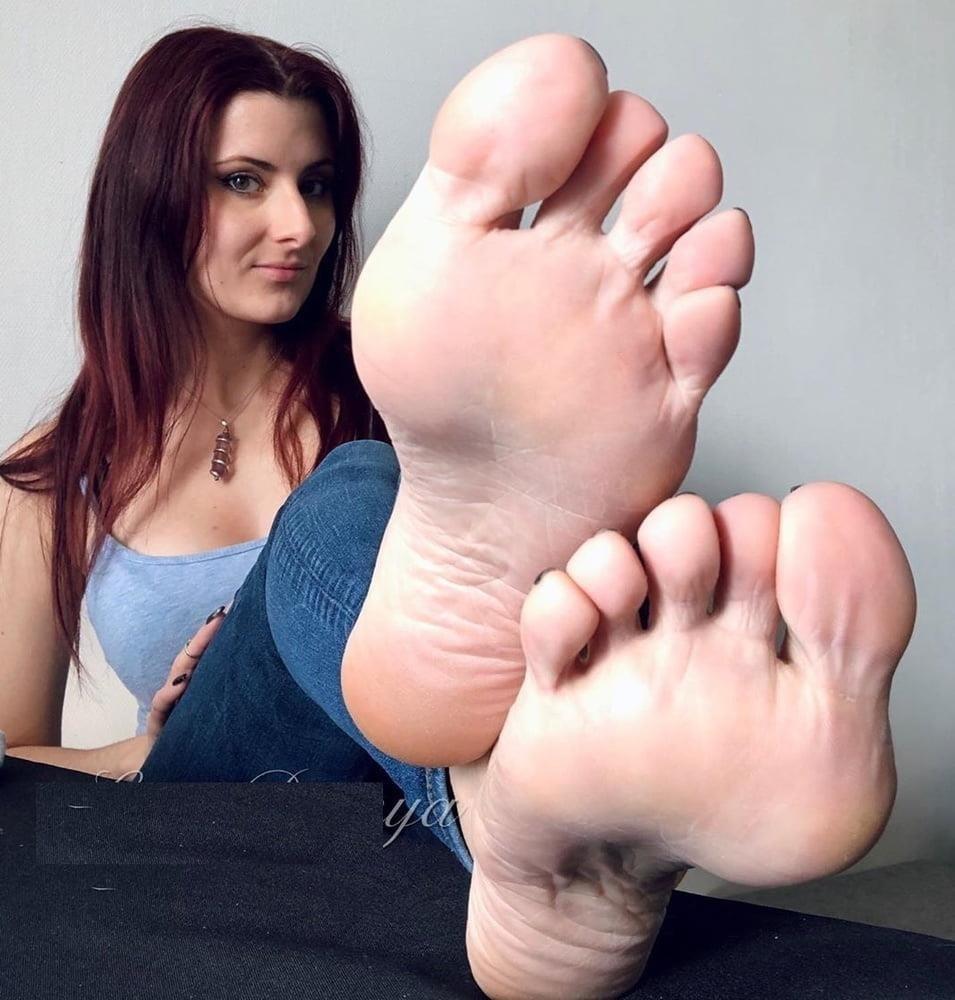 Beautiful feet babes-3646