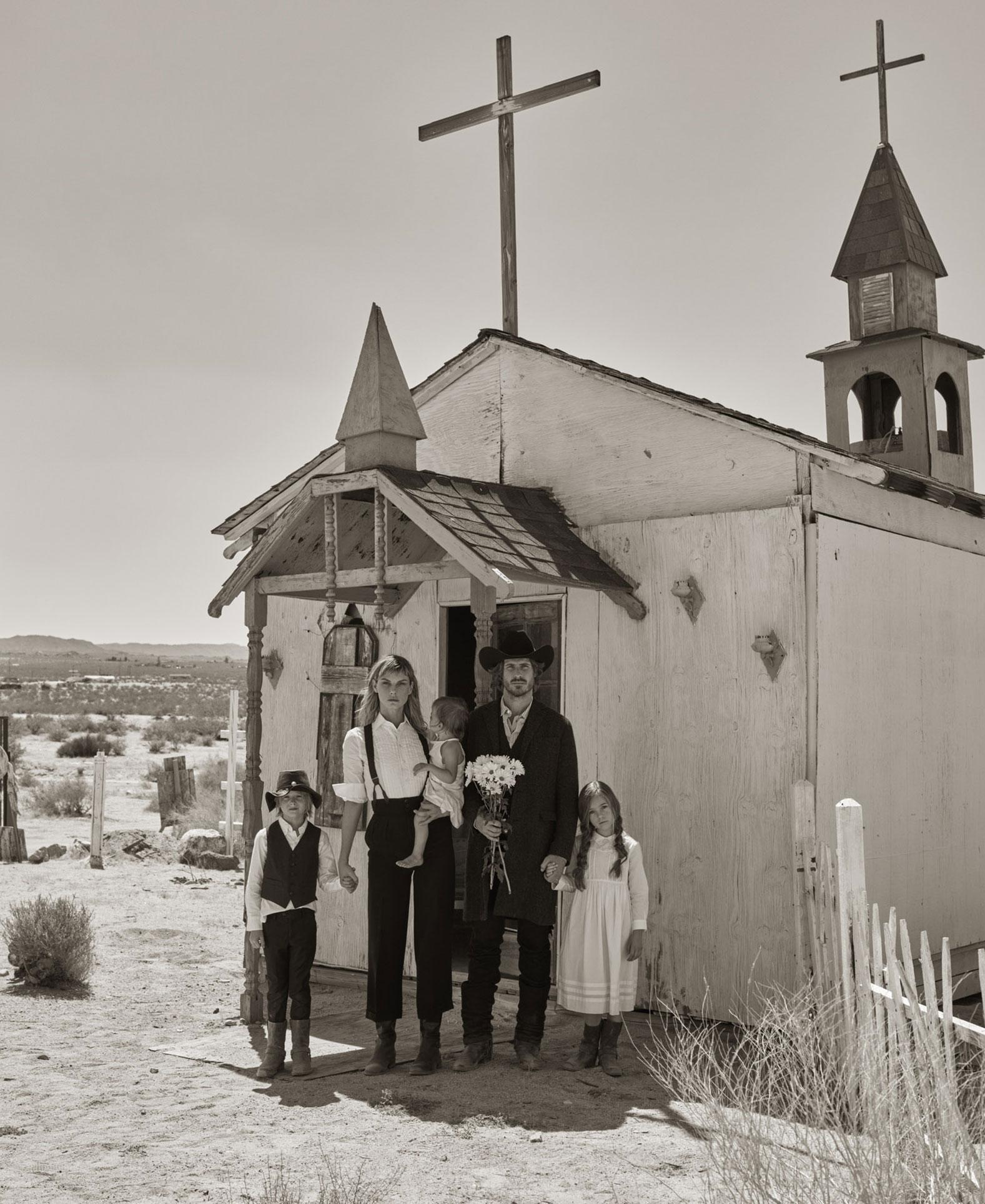 Анджела Линдвалл с Райаном и детьми осваивают Дикий Запад / фото 07