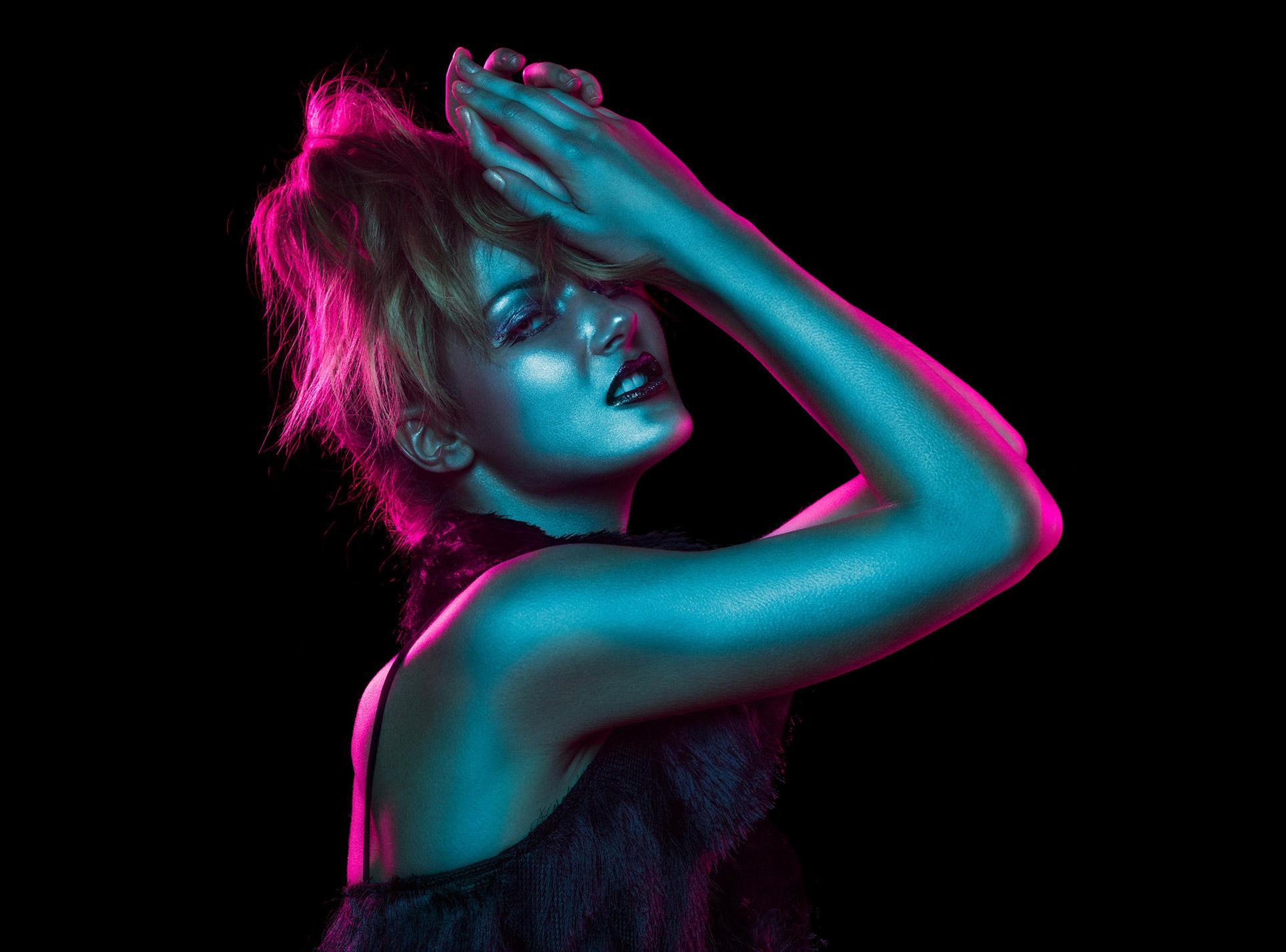 Красивая девушка в отблесках ночи / Рейчел Флинн, фотограф Андре Шнейдер / фото 07