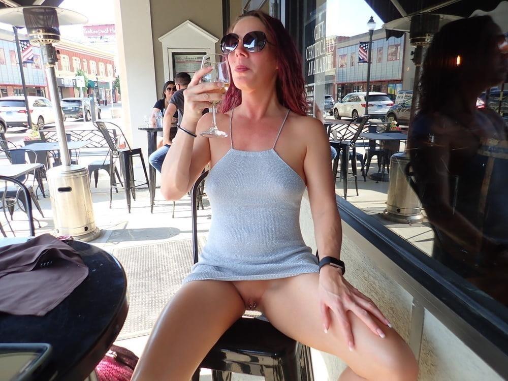 Mature women upskirt no panties-3111