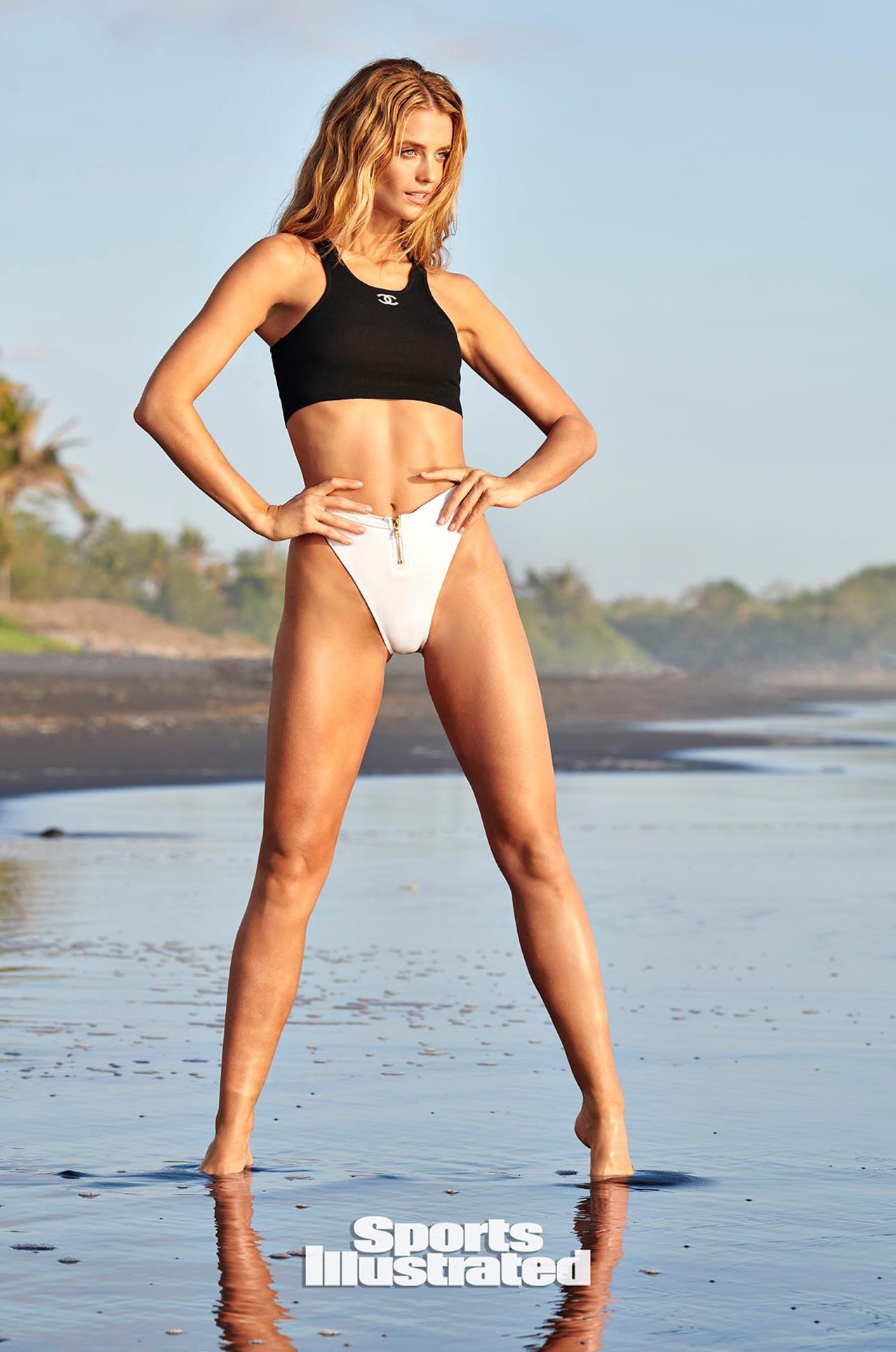 Кейт Бок в каталоге купальников Sports Illustrated Swimsuit 2020 / фото 08