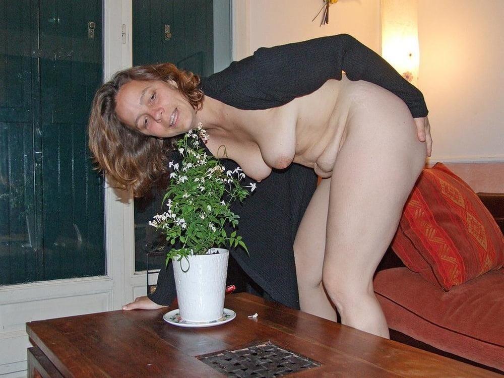 Cunnilingus under skirt-2475