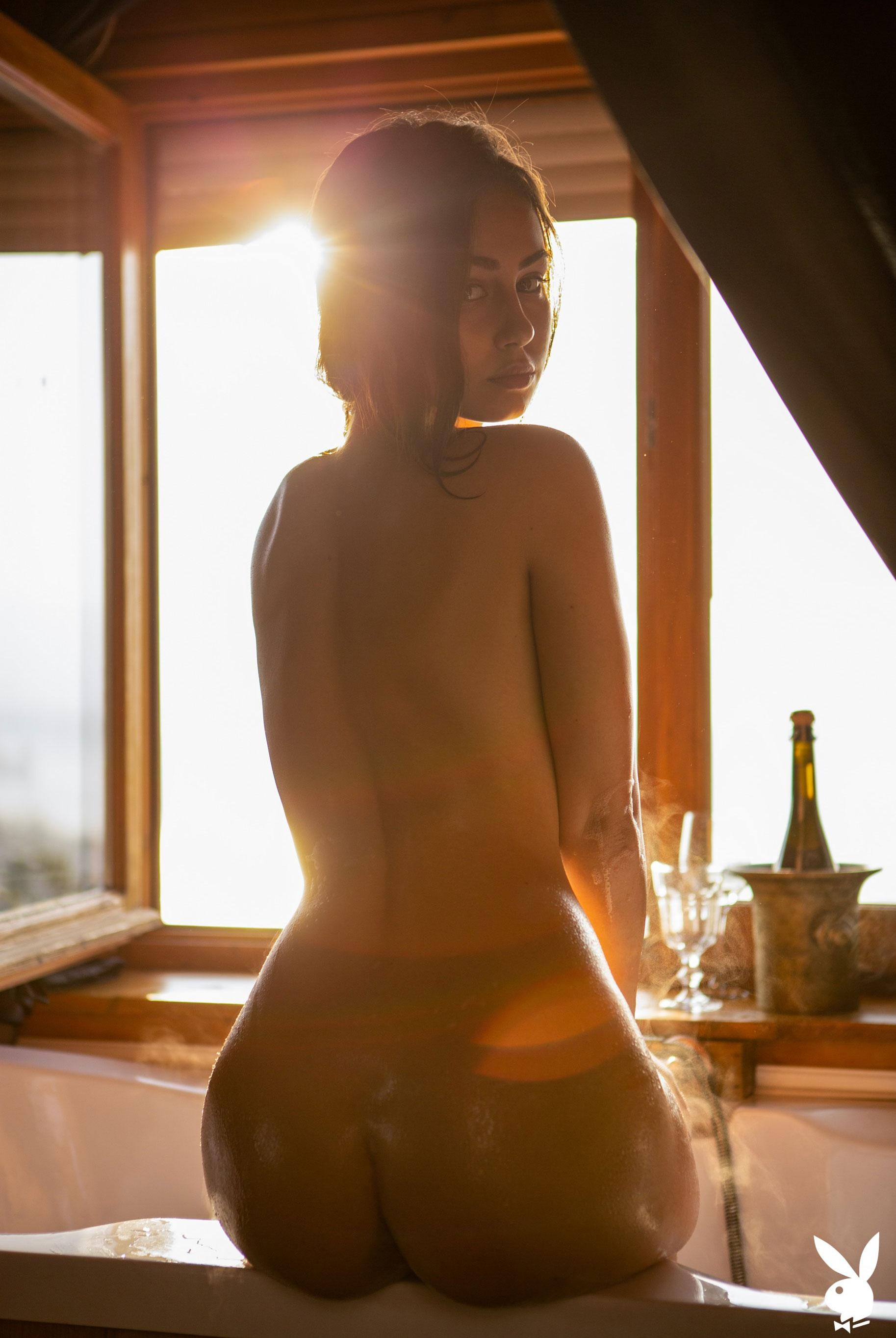 голая Софья Лимма в ванне с шампанским / фото 16