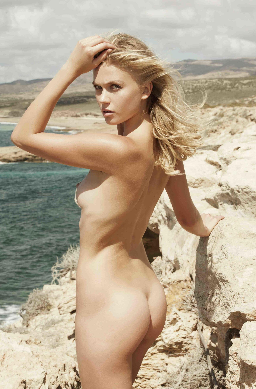 Nude in Nature / Anastasia Bondarenko by Stefan Imielski