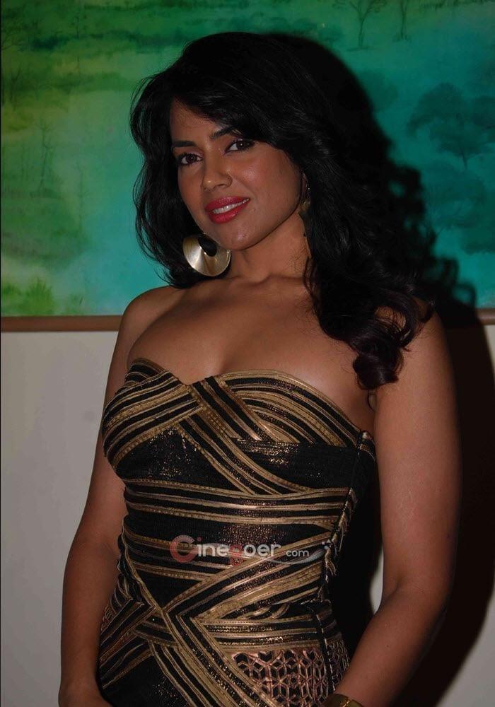 Sameera reddy sexy photos-7632