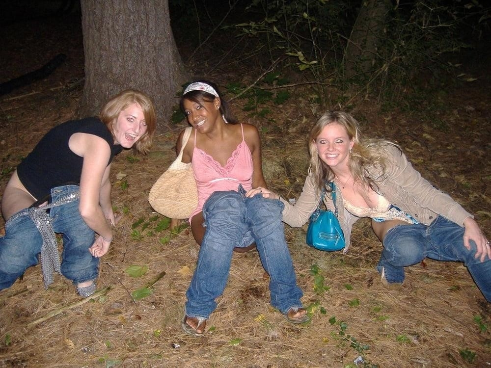 Black girl peeing in public-6374