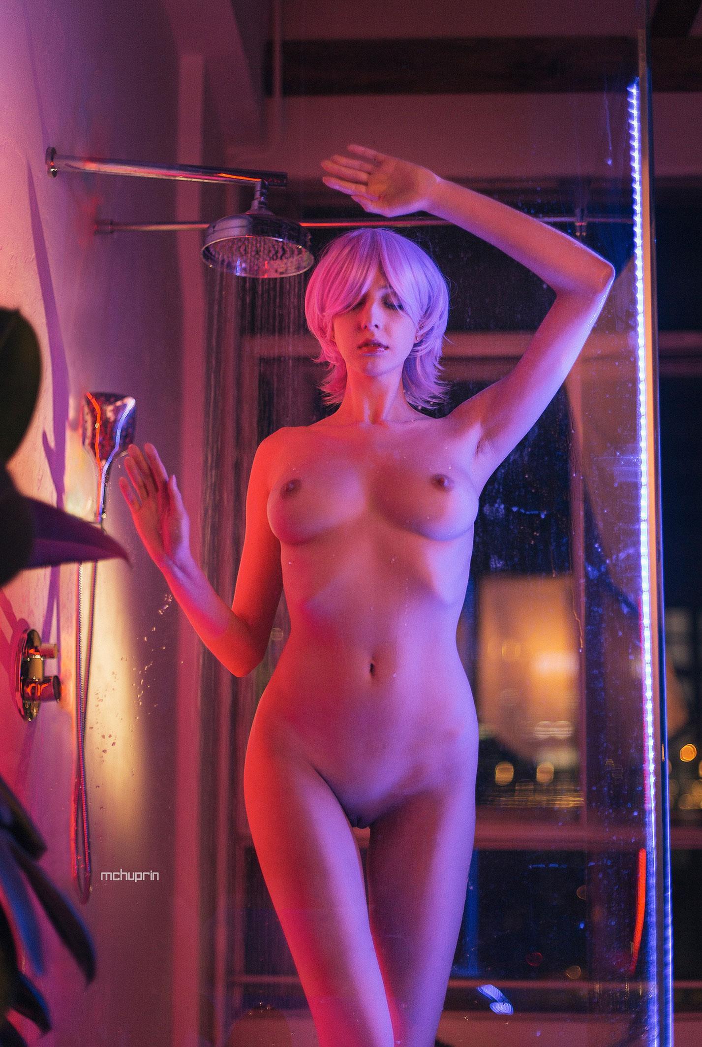 Катерина Райх принимает душ в пурпурных тонах / фото 04