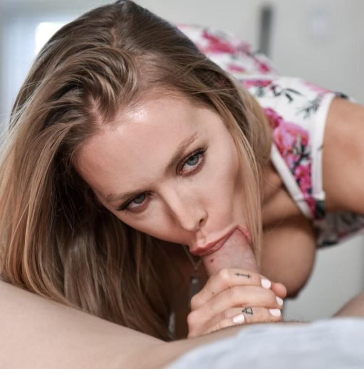 Nicole Aniston la rubia necesita una pija urgentemente