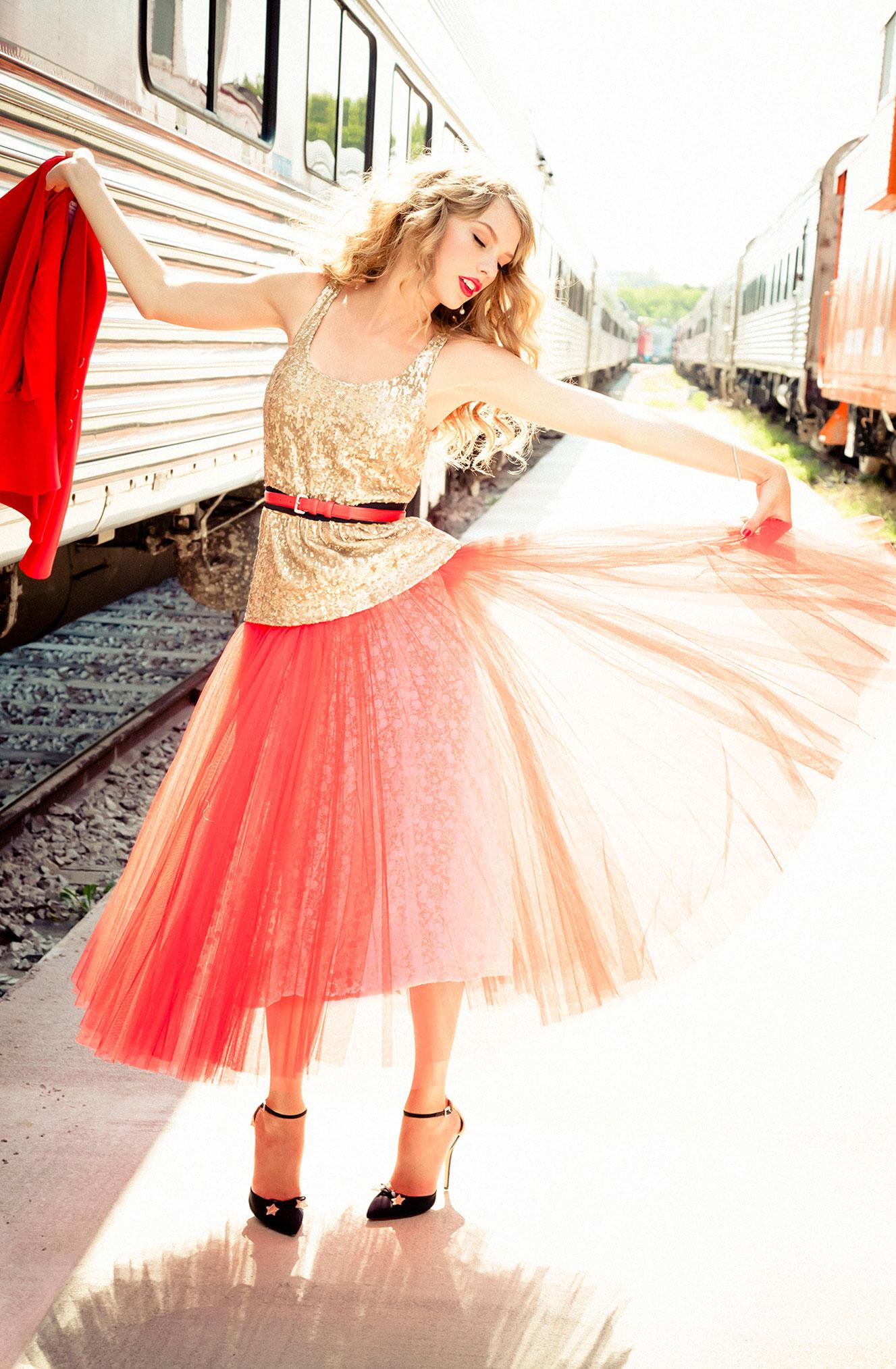 Тейлор Свифт отправляется в путешествие на поезде / фото 08
