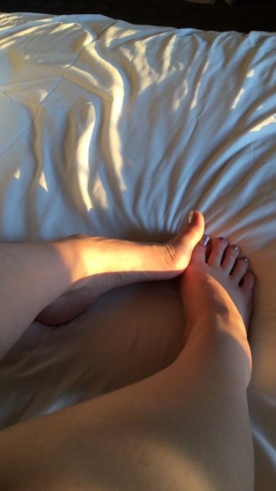 Lesbian long toes-1801