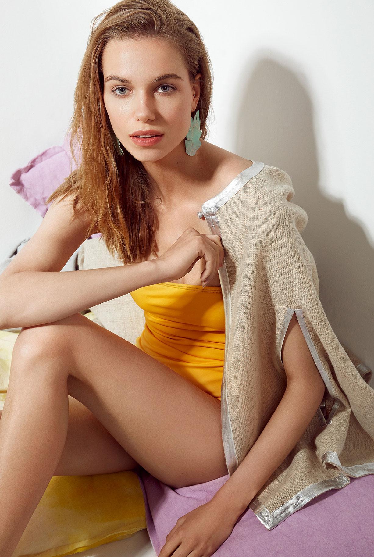 Eliza Musial by Gaston Paci / La Pompayira Magazine