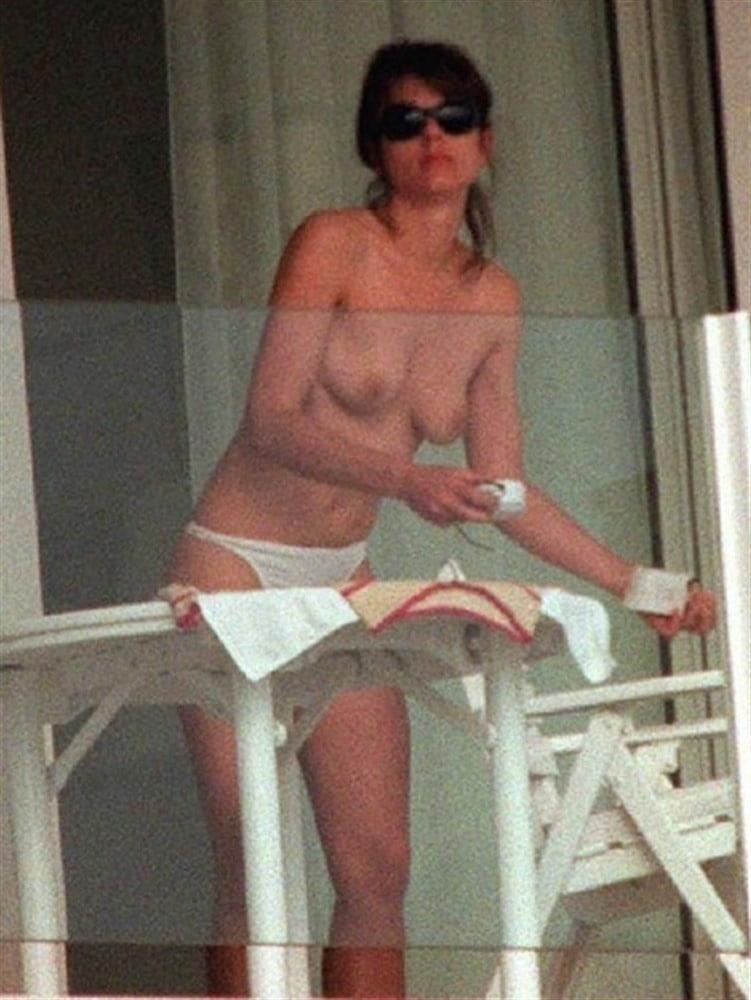 Elizabeth hurley nude pictures-4912