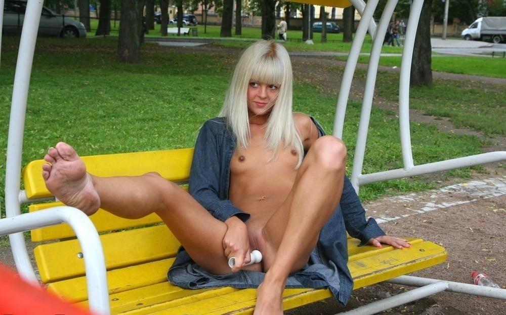 Nipple flash in public-3452