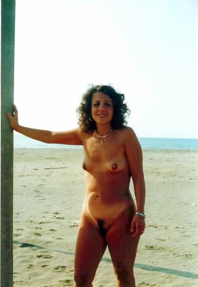 Public beach swinger-4687