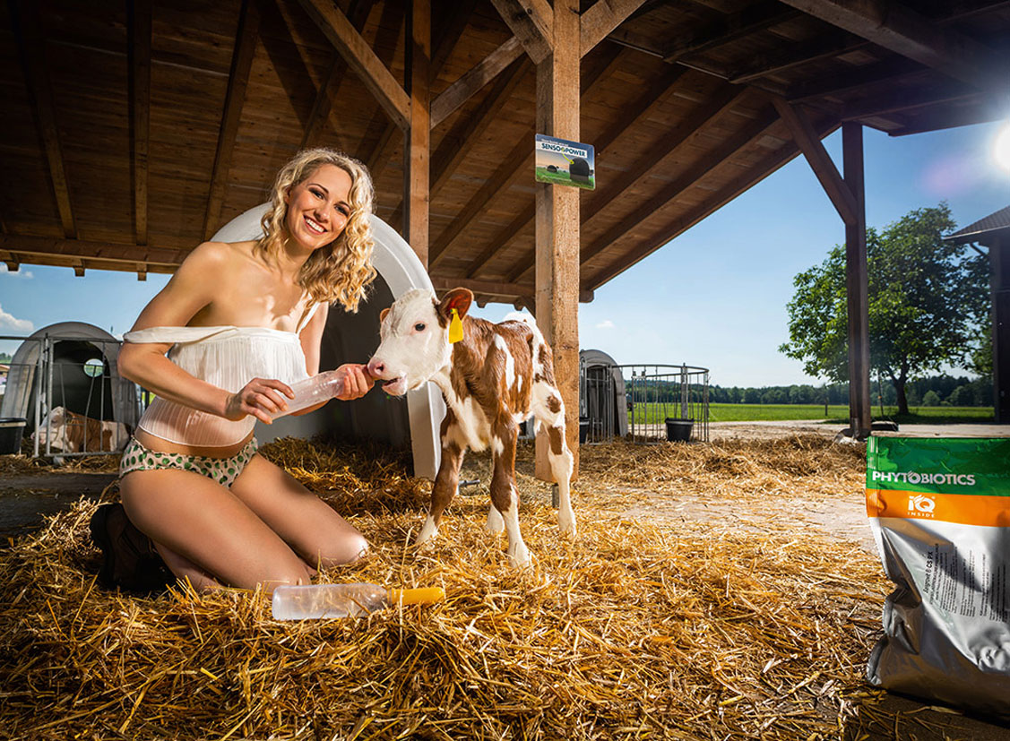 Баварские девушки в календаре JungBauernKalender / немецкая версия, август - Сильвия из Верхнего Пфальца