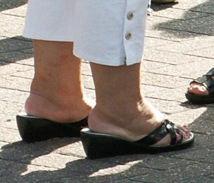 Old granny feet porn-8631