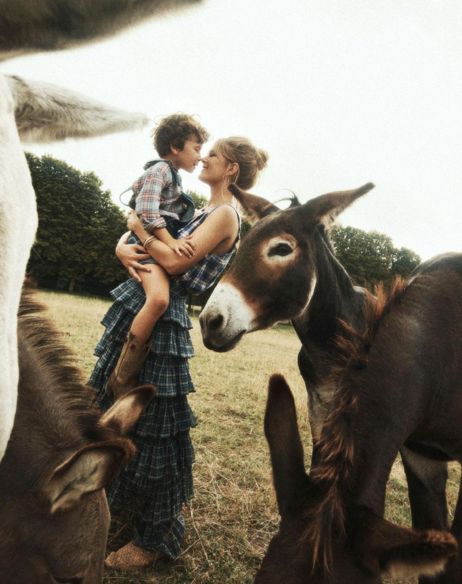 Деревенская идилия / супермодель Анна Юэрс с сыном / фото 09
