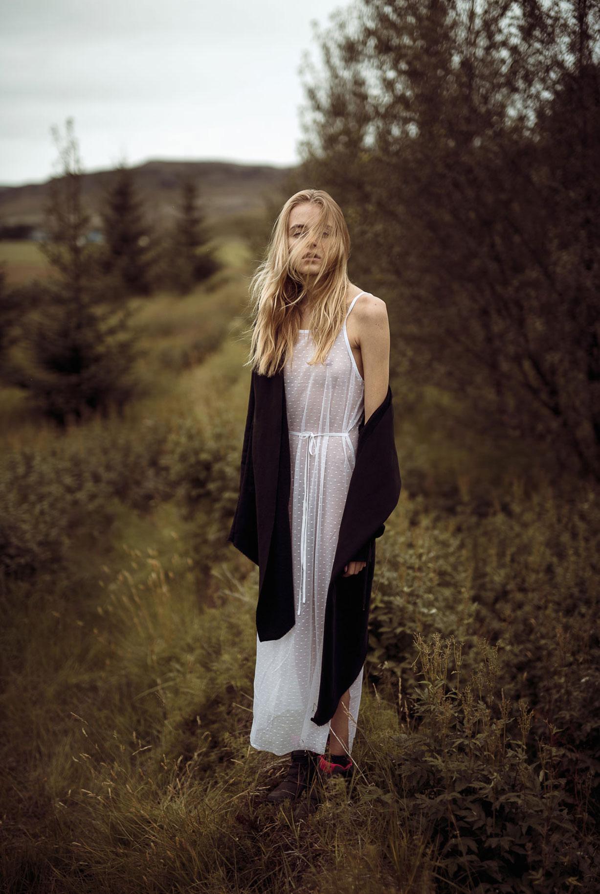 Яна Нагорняк гуляет по лесам и полям Исландии / фото 17