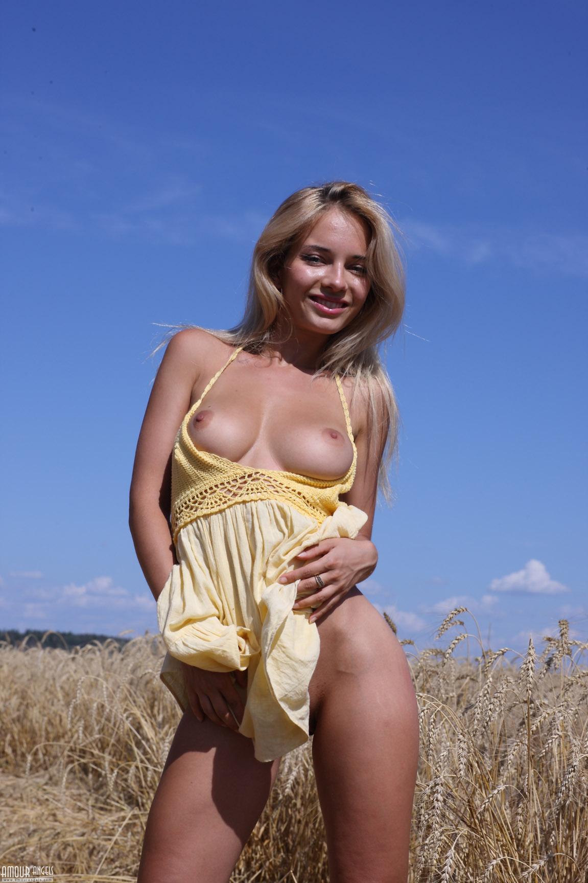 Наталья Андреева в пшеничном поле / Natalya Andreeva aka Asya nude by Peter Chupurov