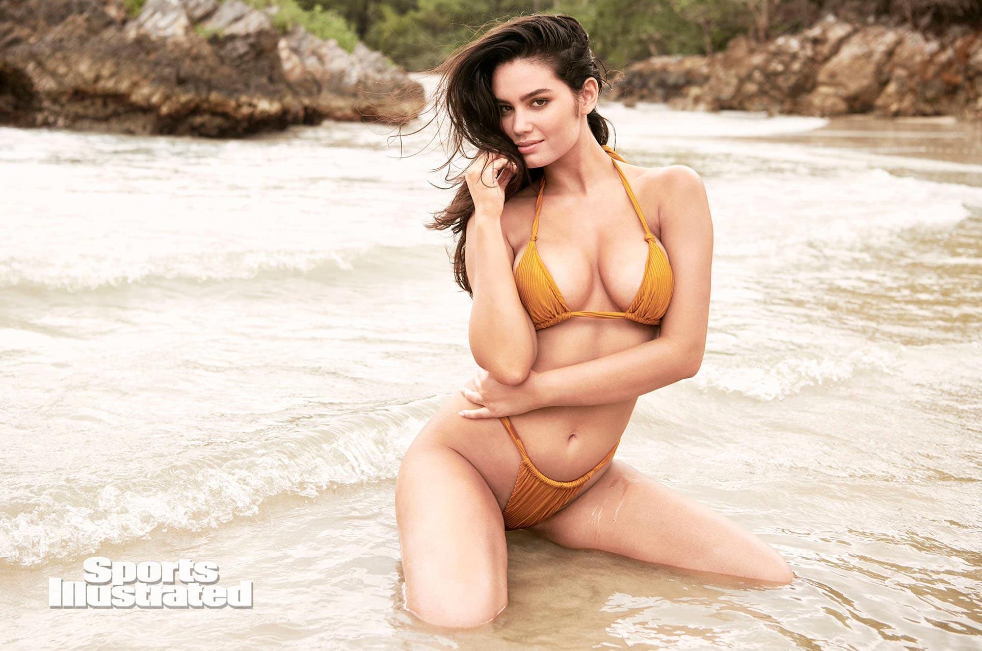 Энн де Паула в каталоге купальников Sports Illustrated Swimsuit 2020 / фото 01