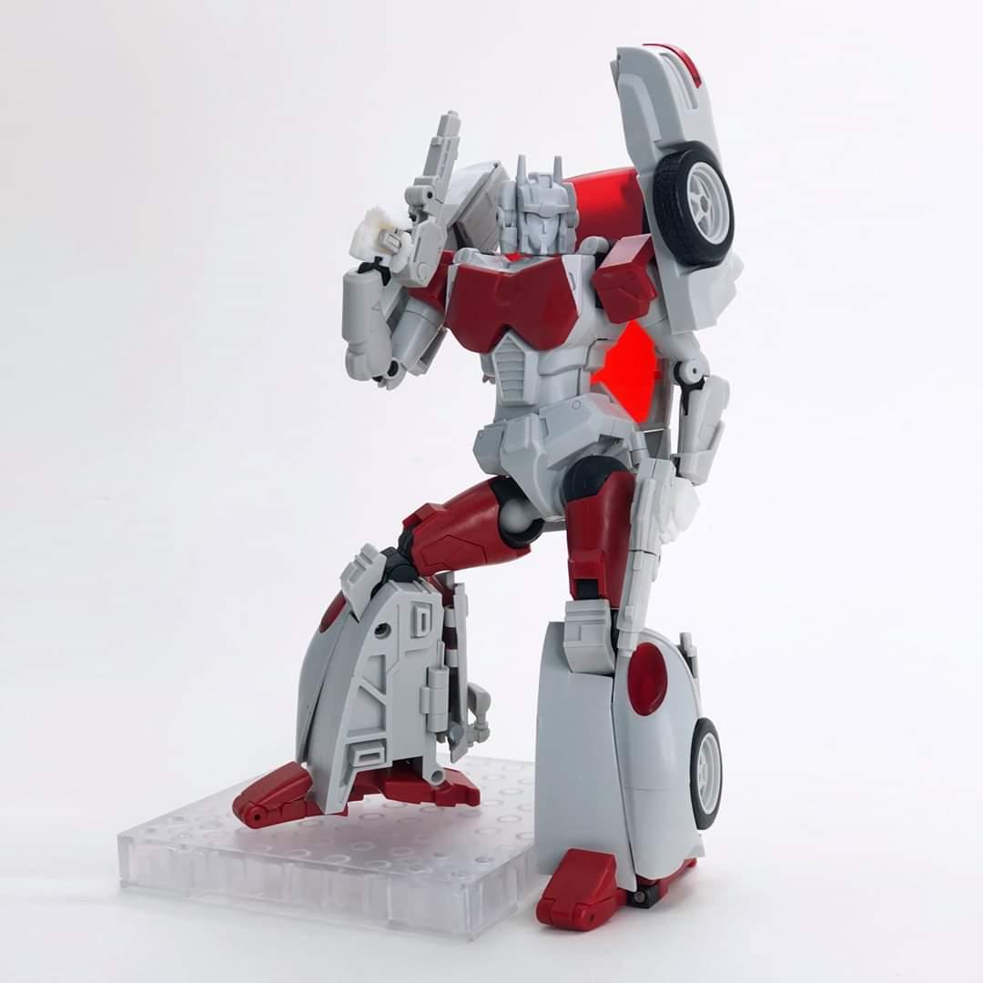 [FansHobby] Produit Tiers - MB-12 Athena (aka Minerva|Nightbeat/Veilleur) et MB-13 Ace Hitter (aka Goshooter|Siren/Sirène) [TF Masterforce] VQjHagFY_o
