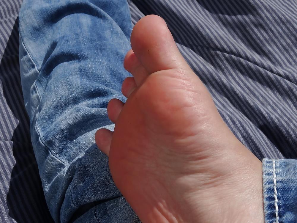 Sniffing feet fetish-8851