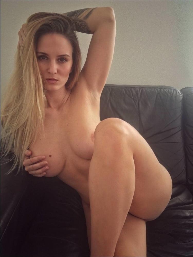 Naked women cunnilingus-8048
