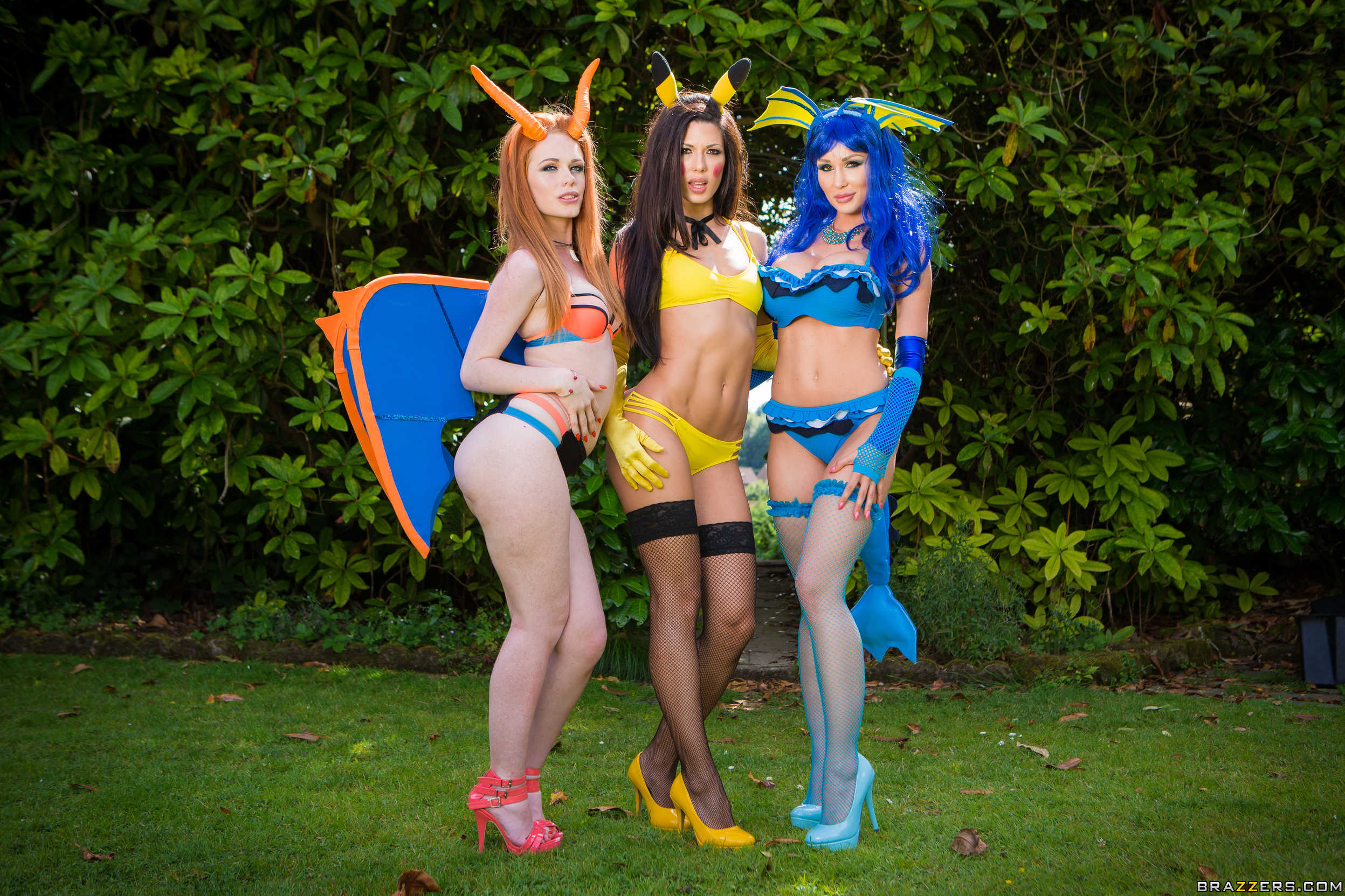 Orgía imperdible con tres chicas cosplayers calientes