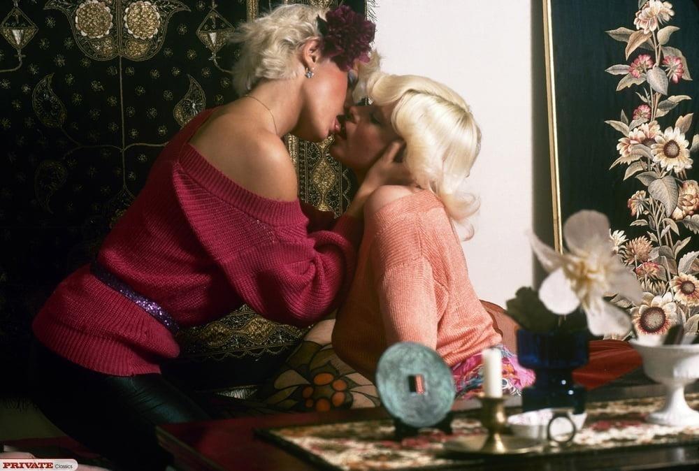 Hot women kissing each other-6875