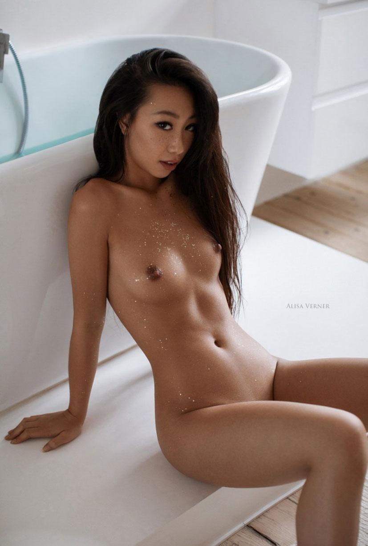 голая азиатская девушка в ванной / фото 21