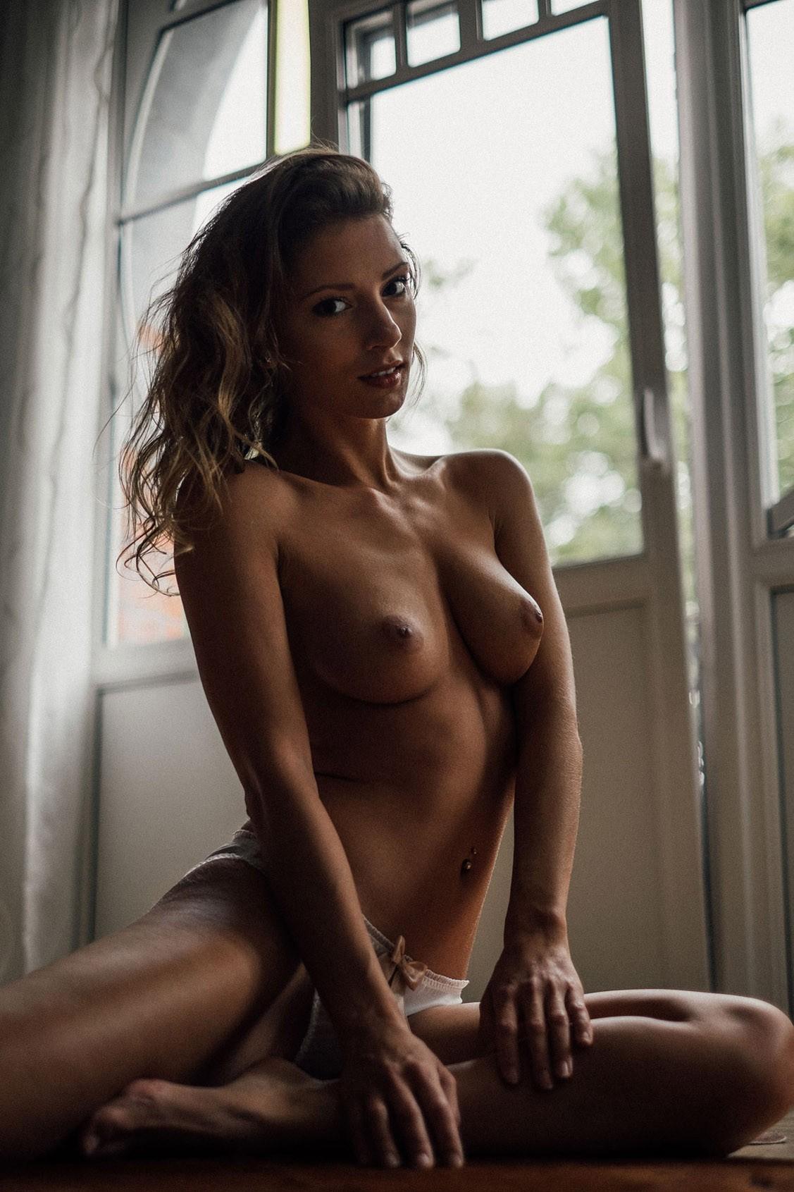 Miluniel nude by Julien LRVR - Yume Magazine