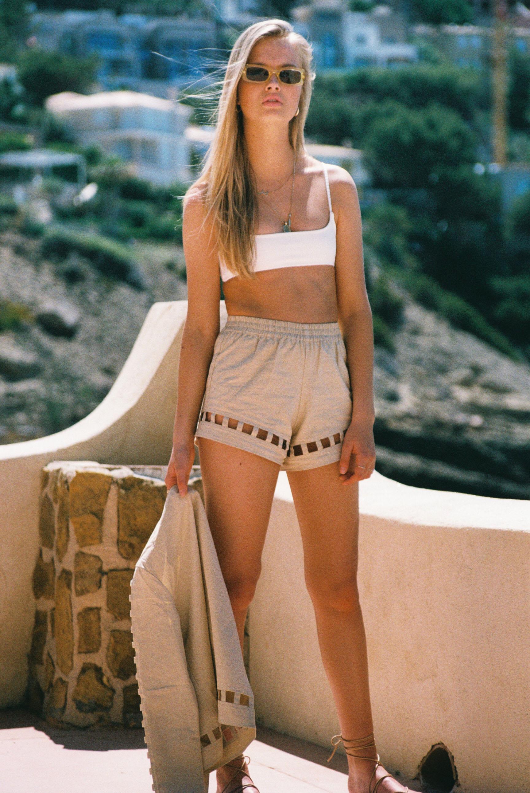 Бритни ван дер Стин в пляжной одежде модного бренда Rada Bryant, весна-лето 2020 / фото 10