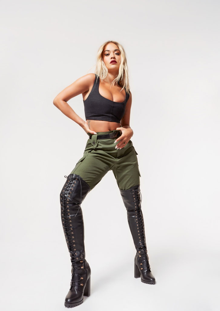 Рита Ора в обуви модного бренда ShoeDazzle, сезон 2020 / фото 06
