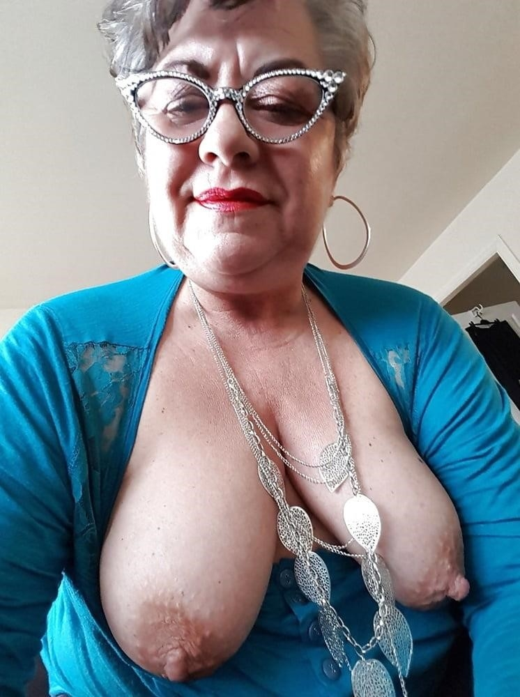 Older women cunnilingus-9141